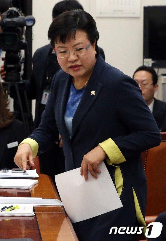 [사진]환노위 법안심사소위 출석한 정현옥 차관
