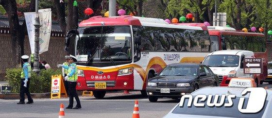 [사진]관광버스 주차로 교통체증 이제 그만!