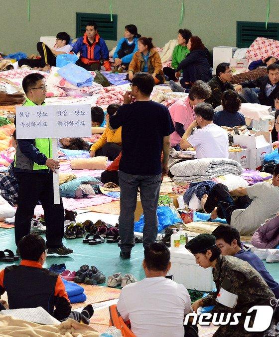 [사진][세월호 침몰] 염려되는 가족들의 건강