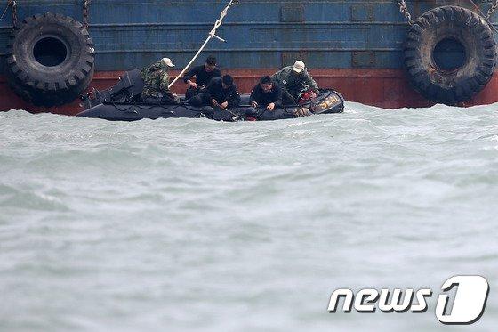 [사진][세월호 침몰] '간절한 물음'