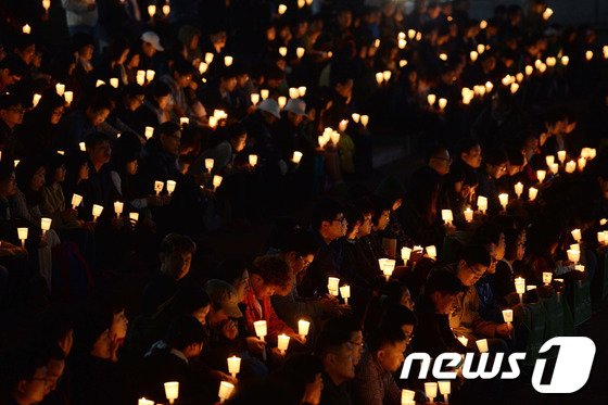 [사진][세월호 침몰] '눈물로 밝히는 촛불잔치'