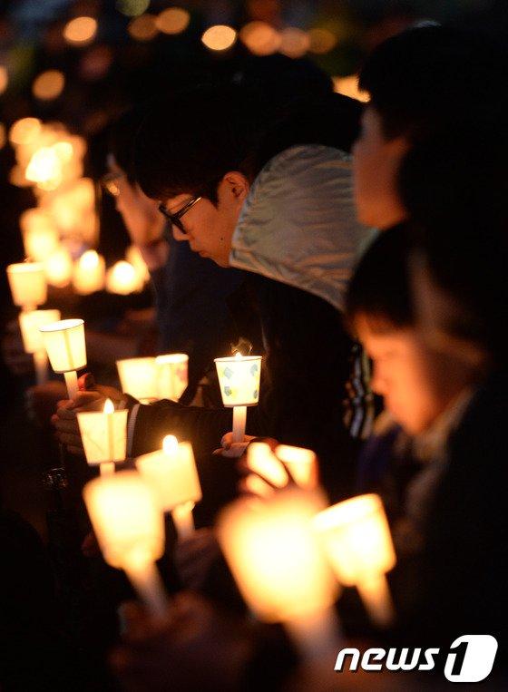 [사진][세월호 침몰] '우리의 기도를 들어주세요'