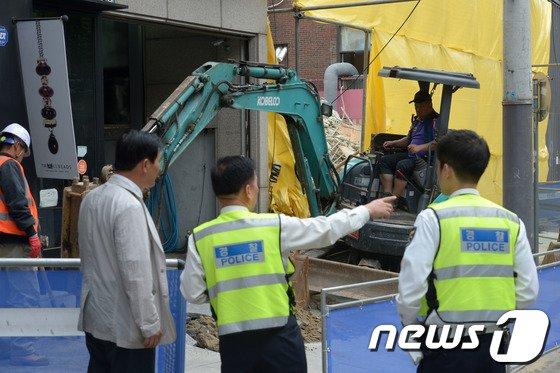 [사진]가로수길 건물 붕괴 사고, 어떻게 이런 일이?