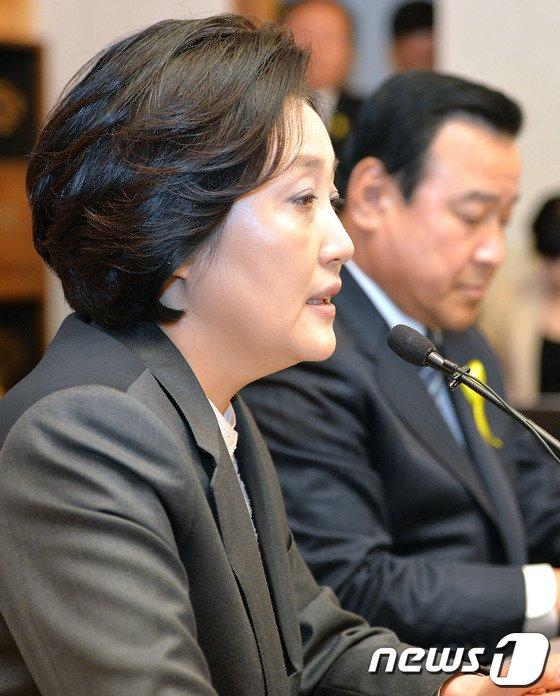 [사진]인사말하는 박영선 원내대표