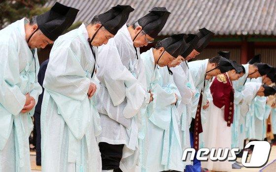 [사진]성균관 고유례, 세월호 희생자 '추모'