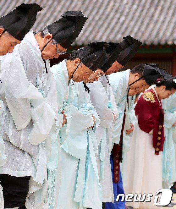 [사진]세월호 희생자 위한 묵념