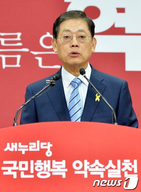 [사진]기자회견 갖는 김황식 예비후보