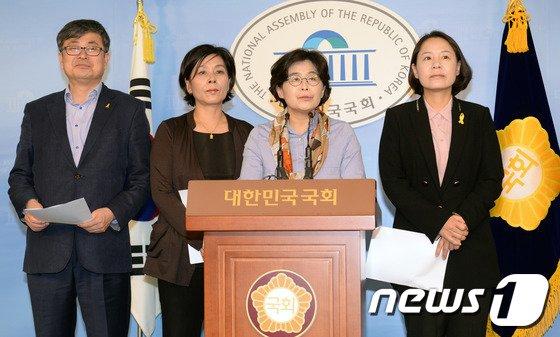 [사진]새정치민주연합 미방위 의원들 'KBS사장 사퇴 촉구'
