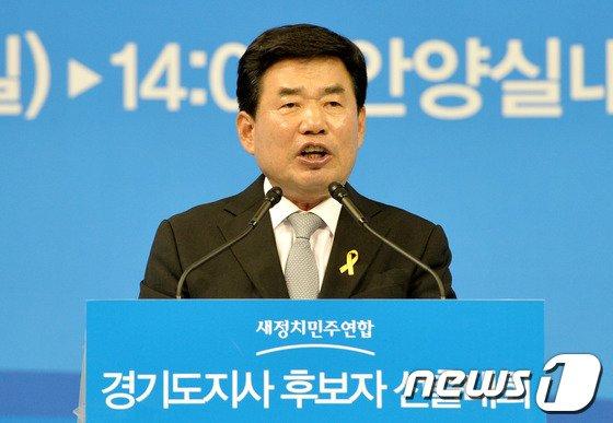 [사진]수락연설하는 김진표 후보