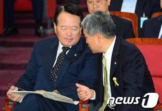 [사진]대화하는 정의화-김동철