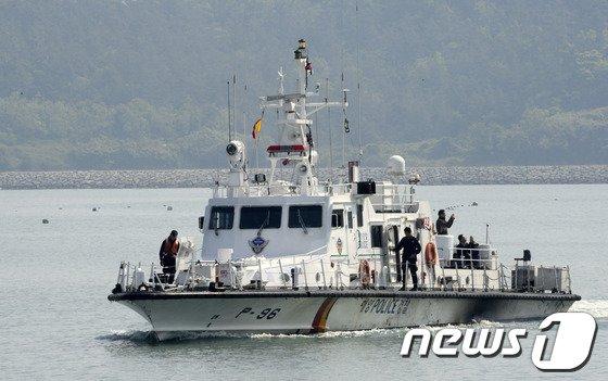 [사진][세월호 참사] 실종자 가족과 유가족 '사고해역으로'