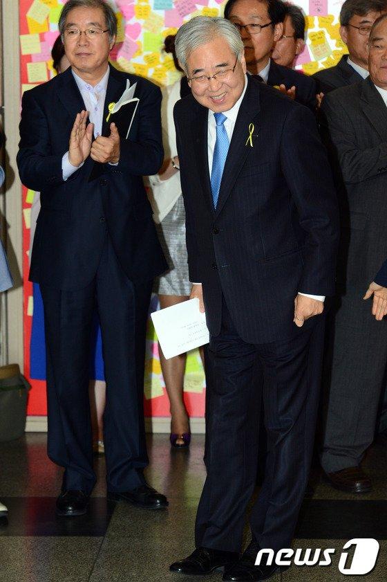[사진]문용린, 안전한 학교 위한 공약 발표