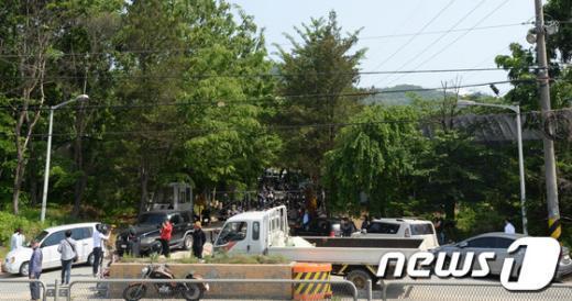 [사진][세월호 참사] 차량으로 둘러싼 금수원 주변