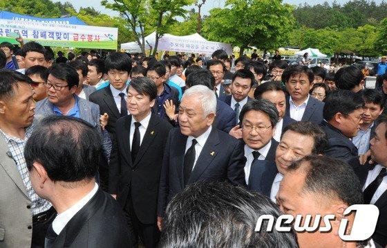 [사진]5월 광주서 항의받는 김한길-안철수
