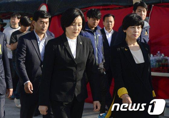 [사진][세월호 참사] 팽목항 온 박영선 원내대표