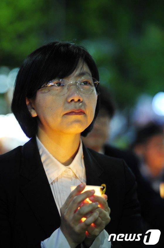 [사진]'5월 광주' 촛불 든 이정희 대표