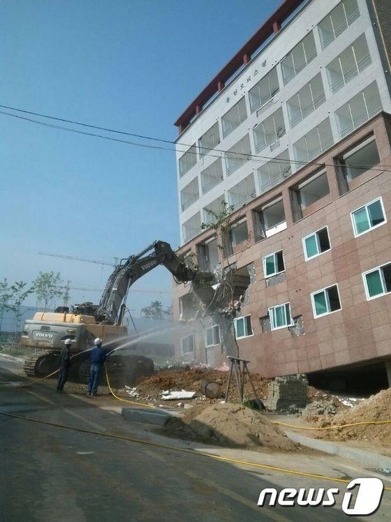 [사진]철거 들어간  한국판 '피사의 사탑'
