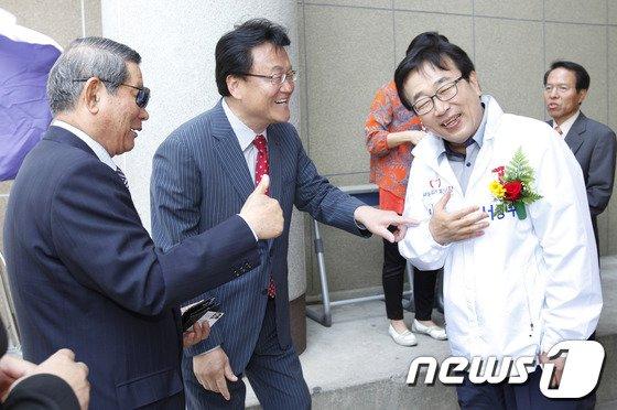 [사진]동문회 체육대회 찾은 서병수 후보