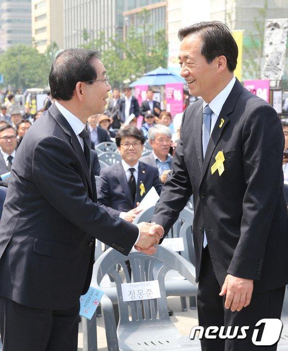 [사진]인사 나누는 정몽준-박원순