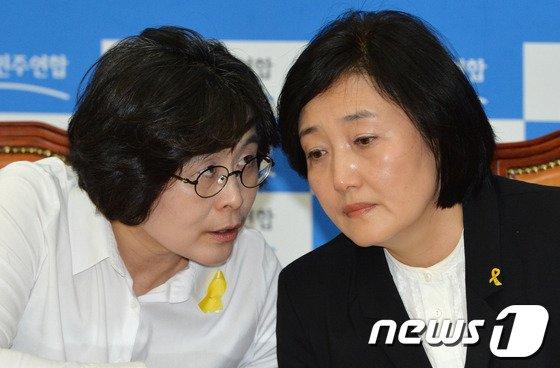 [사진]머리 맞댄 박영선-유승희