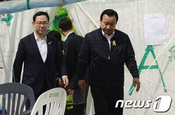 [사진][세월호 참사] 실종자 가족 만난 이완구 원내대표