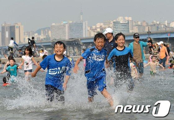 [사진]신나는 물놀이, 더위야 가라