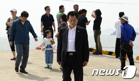[사진][세월호 참사] 팽목항 온 서남수 장관
