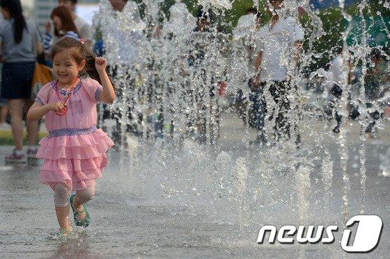 [사진]'아이들의 피서법'