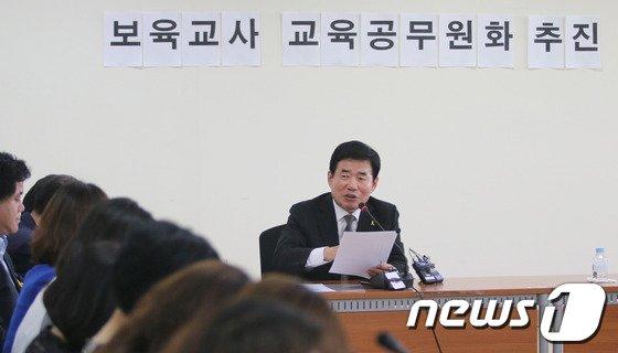 [사진]보육교사 정책발표하는 김진표 후보