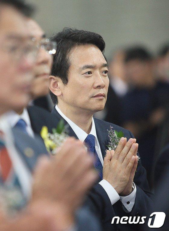 [사진]기도하는 남경필 후보