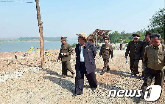 [사진]北 김정은, 과학자휴양소 건설장 시찰