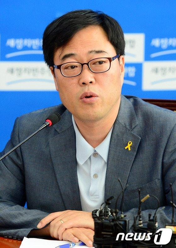 """[사진]김기식 의원 """"김기춘 실장, 안대희 후보자 낙마 책임져야"""""""