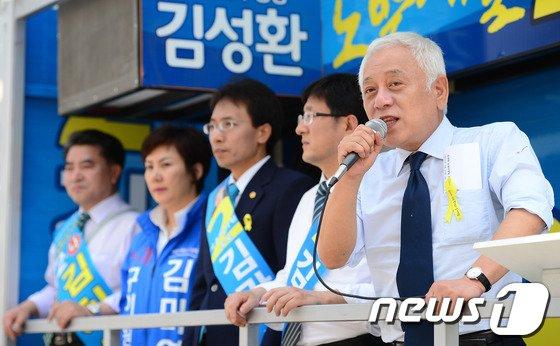 [사진]새정치민주연합 지지 호소하는 김한길 공동대표