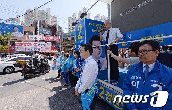 [사진]정원오 성동구청장 후보 지원유세 펼치는 김한길 후보