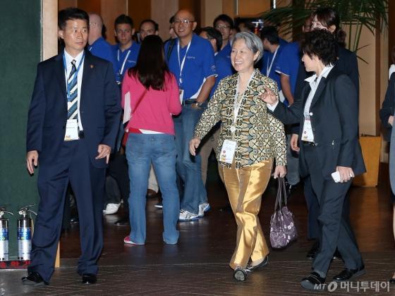 커넥션 2014 첫날 행사를 마친뒤 청와대로 박근혜 대통령을 예방하기위해 이동하는 호칭 테마섹 CEO. / 사진=머니투데이