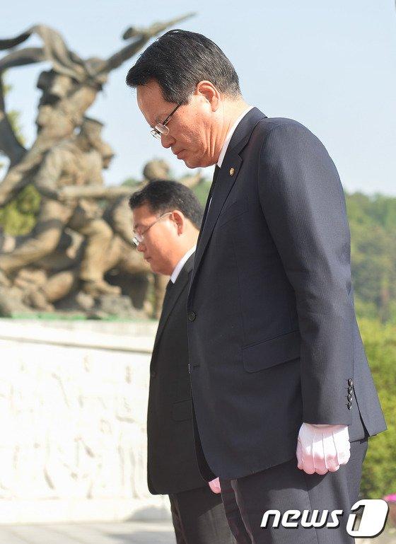 [사진]정의화 신임 국회의장 국립현충원 참배