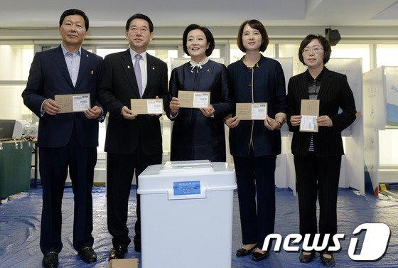 [사진]새정치민주연합 '사전투표 합니다'
