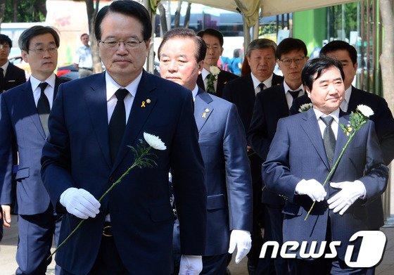 [사진]세월호 희생자 추모하는 국회의장단