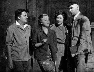 ↑ 페데리코 펠리니(맨 왼쪽)와 줄리에타 마시나(왼쪽에서 두번째)
