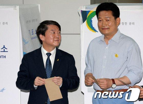 [사진]사전투표 마친 안철수-송영길