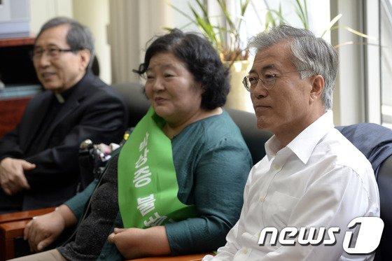 [사진]문재인, 민주화운동기념사업회 농성장 방문