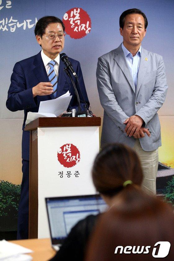 [사진]정몽준 '농약 급식' 공세, 김황식 지원사격'
