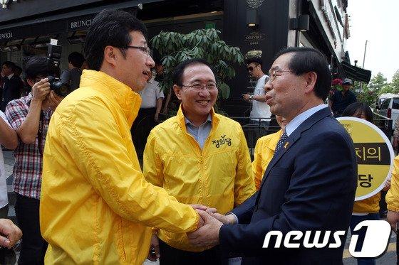 [사진]손 잡은 박원순 후보와 천호선 대표
