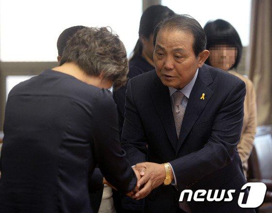 [사진]세월호 참사 유가족 손잡은 전용재 감독회장