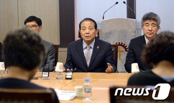 [사진]전용재 감독회장, 세월호 가족대책위 면담