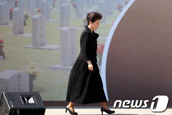[사진]박근혜 대통령 '비정상적인 적폐들을 바로잡겠다'