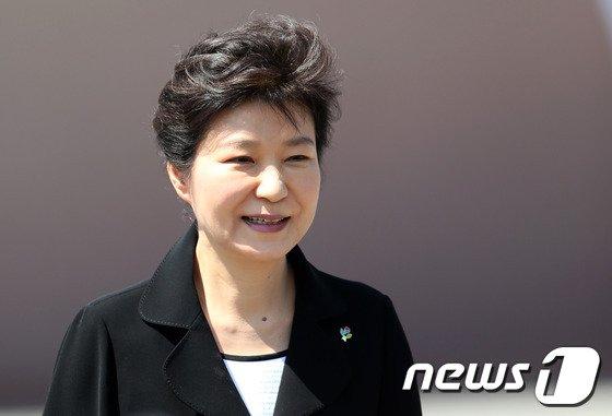 [사진]인사하는 박근혜 대통령