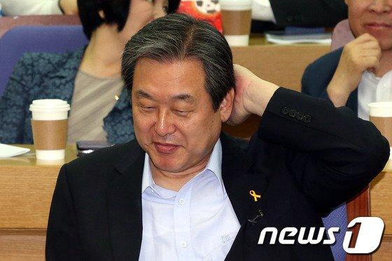 [사진]당권 도전 김무성 '무슨생각?'