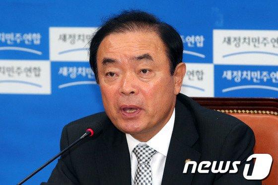 [사진]발언하는 장병완 정책위의장
