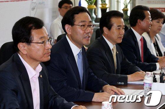 [사진]인사말하는 주호영 정책위의장